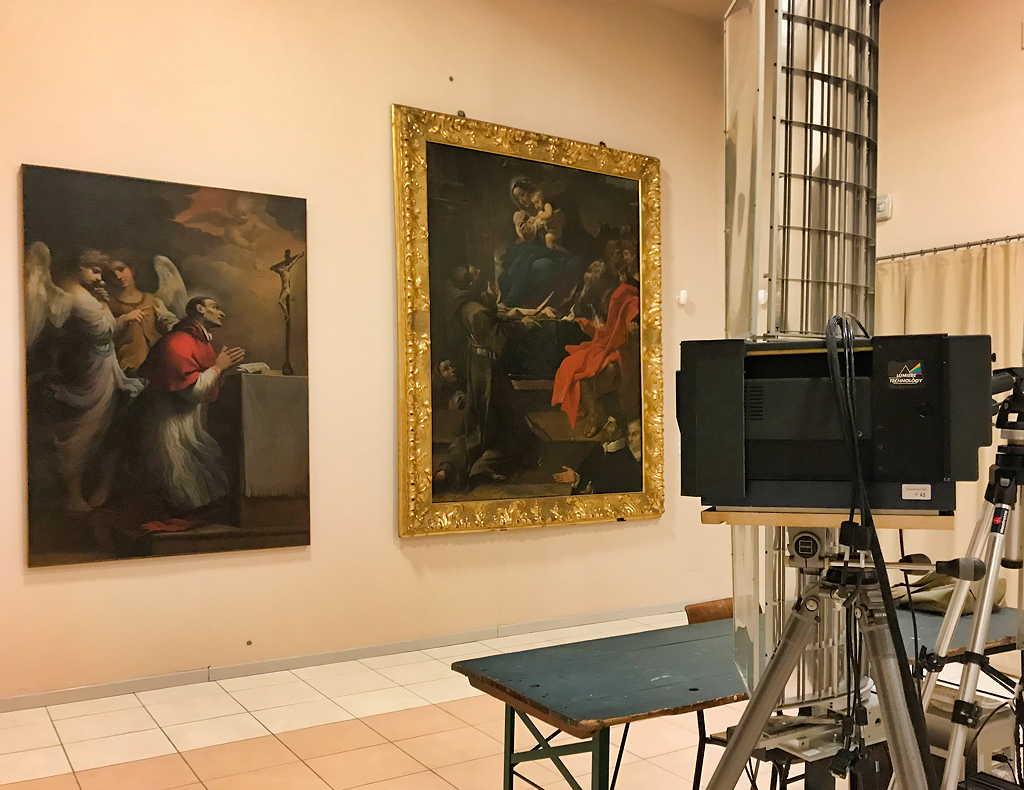 La caméra multispectrale numérisant une œuvre du Guerchin (église de Cento – Italie
